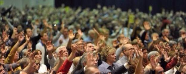Gli incontri di preghiera carismatica
